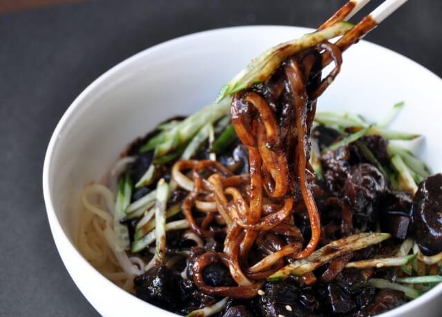 韓国の麺料理ジャージャー麺