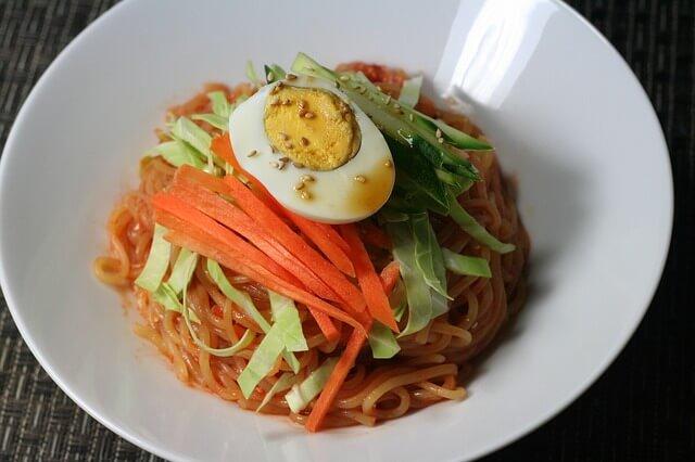 韓国の麺料理チョルミョン